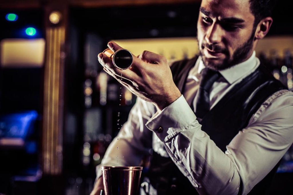 Hamburg-Waiters-and-bartenders-mixologists-cocktail-catering